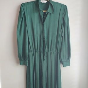 Dresses & Skirts - Vintage Emerald Green Dress